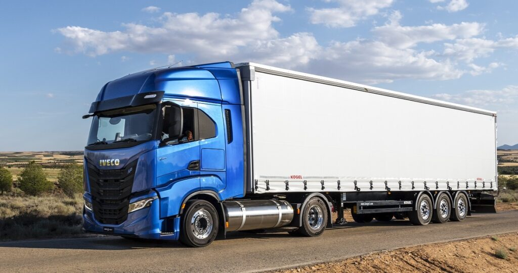 IVECO S-WAY NP_lng side
